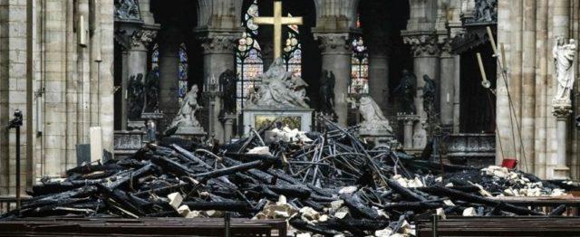 I-resti-inceneriti-di-Notre-Dame